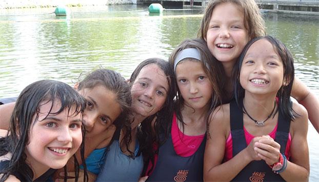 juegos en la piscina - Campamentos Camp Rialp: novedades para el verano 2016