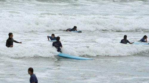 cursos-menores-francia-clases-surf