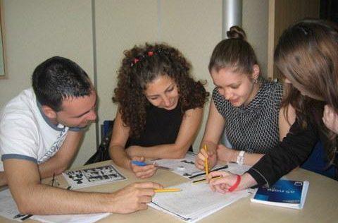 cursos-familias-manchester-clases-adultos