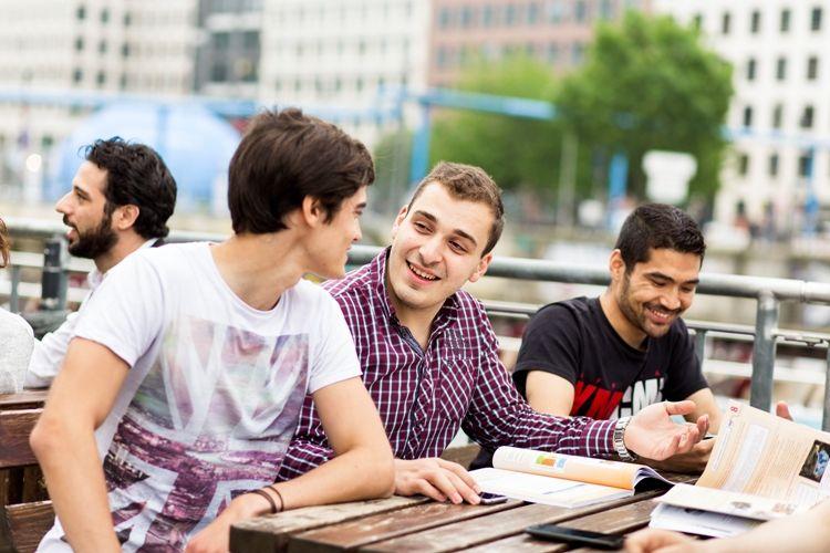 estudiantes aleman berlin - Alpadia