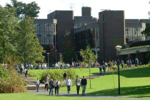 cursos ingles irlanda 21 300x199 - Universidad de Limerick