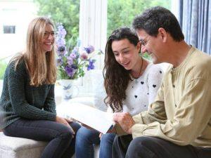 clases one to one reino unido 300x225 - Cursos en casa del profesor en el extranjero