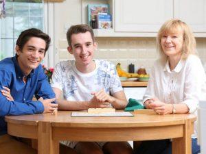 clases particulares ingles reino unido 300x225 - Cursos en casa del profesor en el extranjero