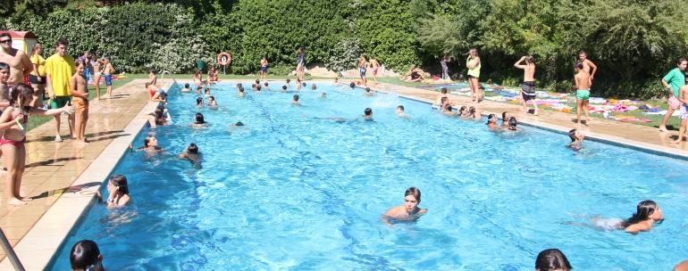 piscina del campamento de inglés en Tarragona