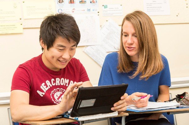 3a Students using iPad