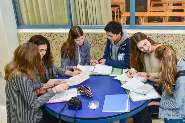 curso academico en el extranjero 3 - North Vancouver School District